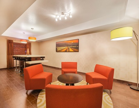 Holiday Inn Express and Suites MH - Lounge