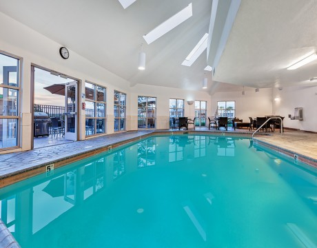Holiday Inn Express and Suites MH - Large Pool at MH Hotel