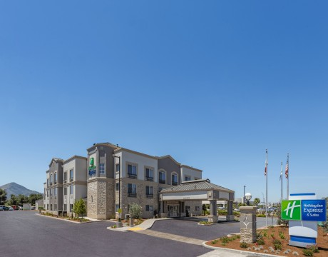 Holiday Inn Express and Suites MH - Exterior Day