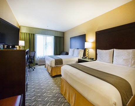 Holiday Inn Express and Suites MH - Two Queen Room