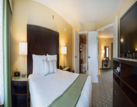 Holiday Inn Express and Suites MH - Master Suite in Morgan Hill Hotels