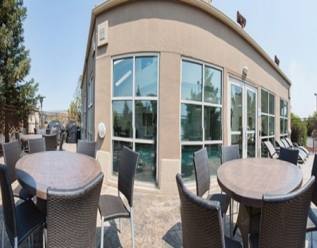 Holiday Inn Express and Suites MH - Patio in Morgan Hill Hotels
